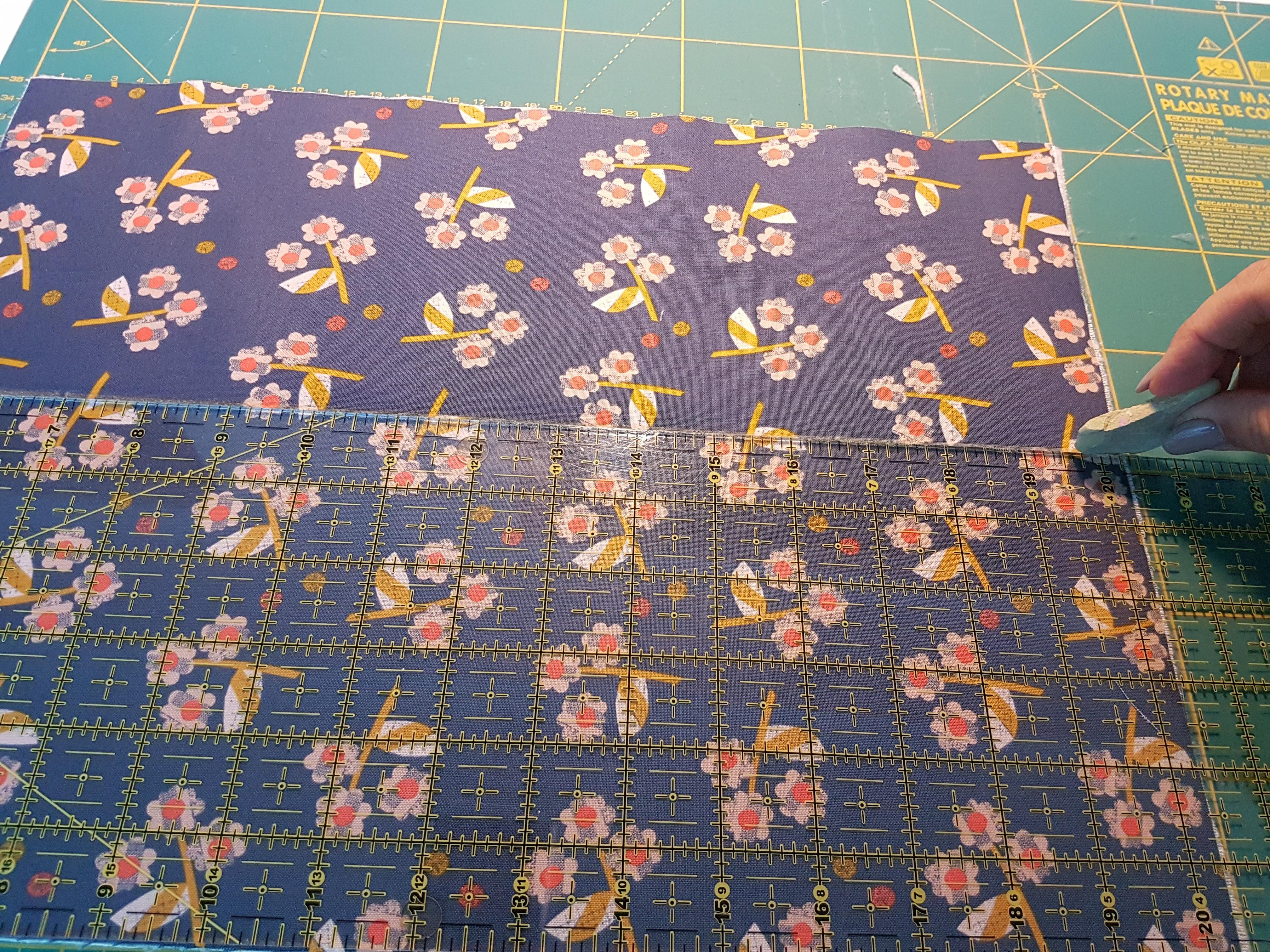 2-marcar-os-meios Tutorial para costurar uma bolsa com fecho