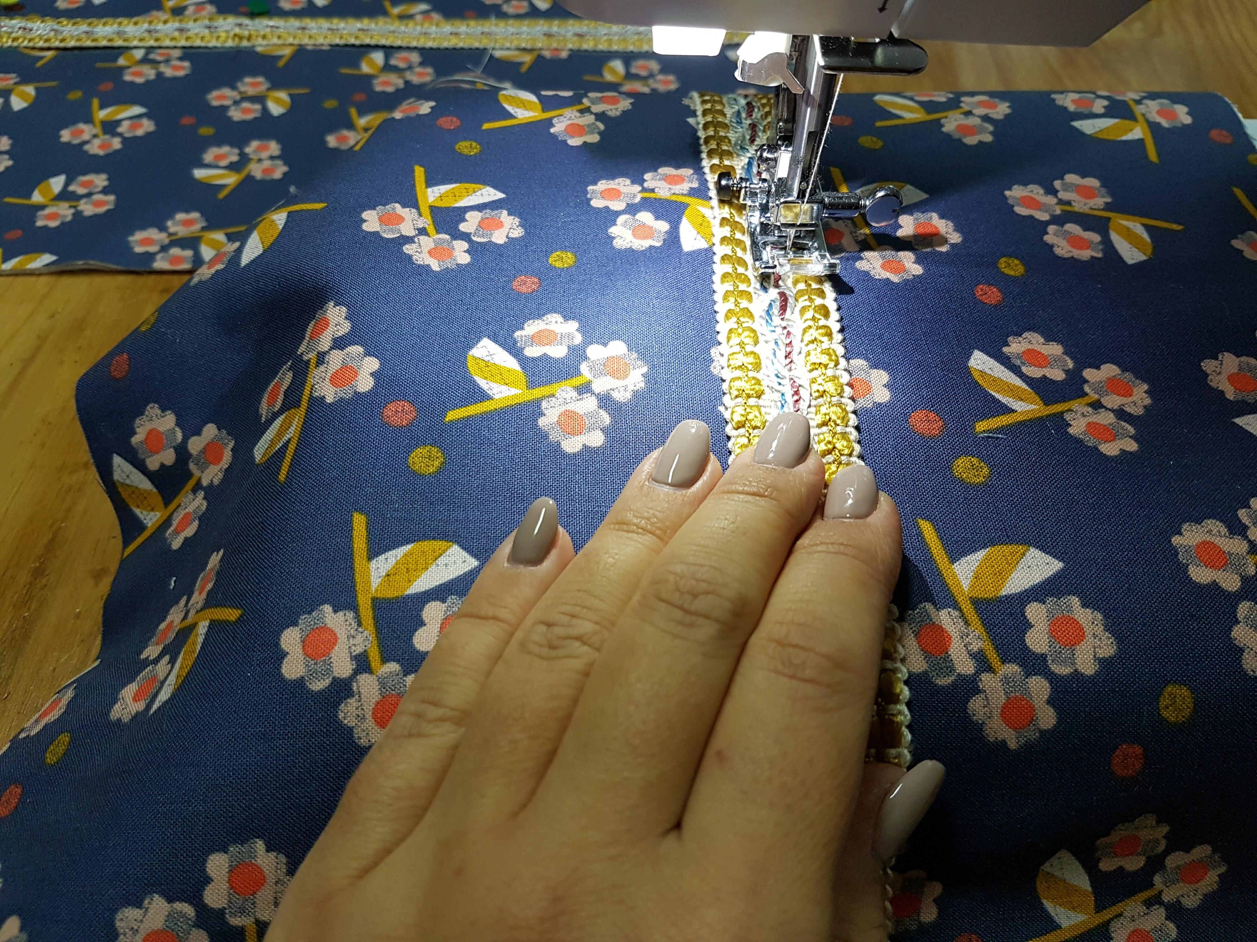 4-coser-as-rendas Tutorial para costurar uma bolsa com fecho